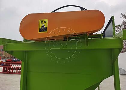 Vibrating screen machine for organic fertilizer